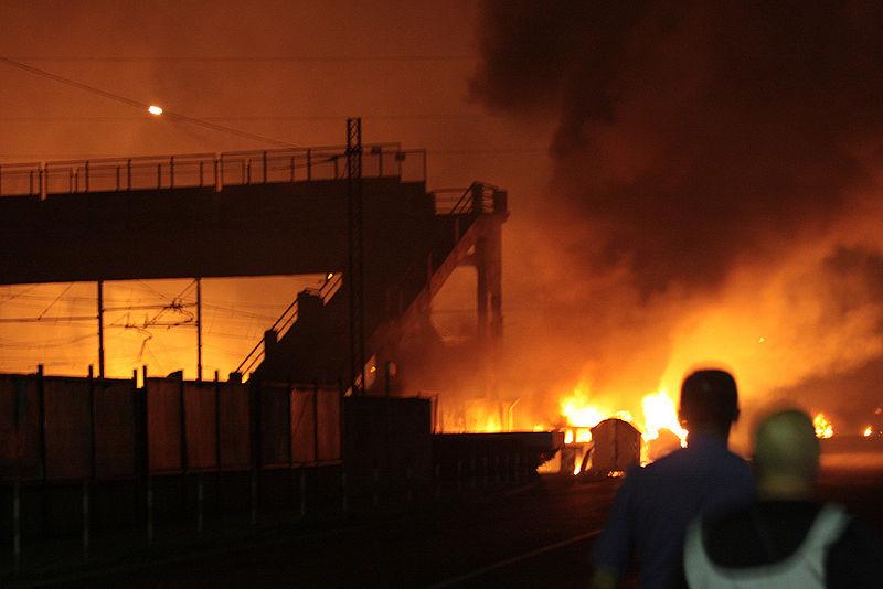 800px-2009_Viareggio_train_explosion_01